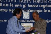 Mr. RONG Chhorng Chief of VSS handed over the Verdict to H.E KHOY Khunhou Kampot governor